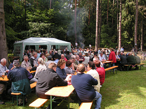 Besucher des Erbacher Waldfestes